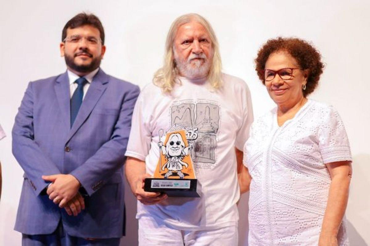 Secretário de Fazenda, Rafael Fonteles, o homenageado Assaí Campelo e a governadora em exercício Regina Sousa. Foto: Roberta Aline