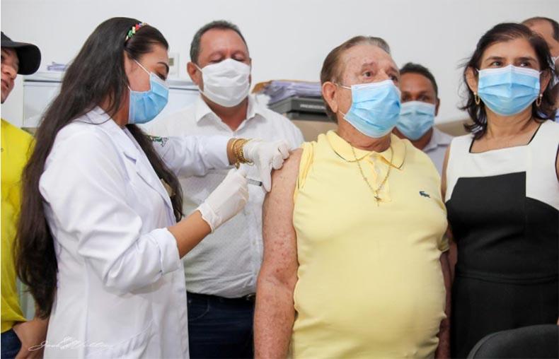 Prefeitos no Piauí são os primeiros vacinados contra a Covid e geram polêmica