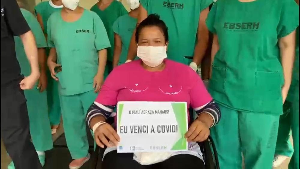 Duas pacientes de Manaus em Teresina recebem alta e se emocionam ao deixar hospital
