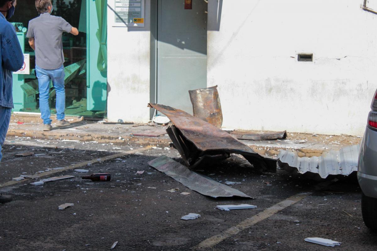 Criminosos explodem cofre de posto de combustíveis na BR-343 em Teresina