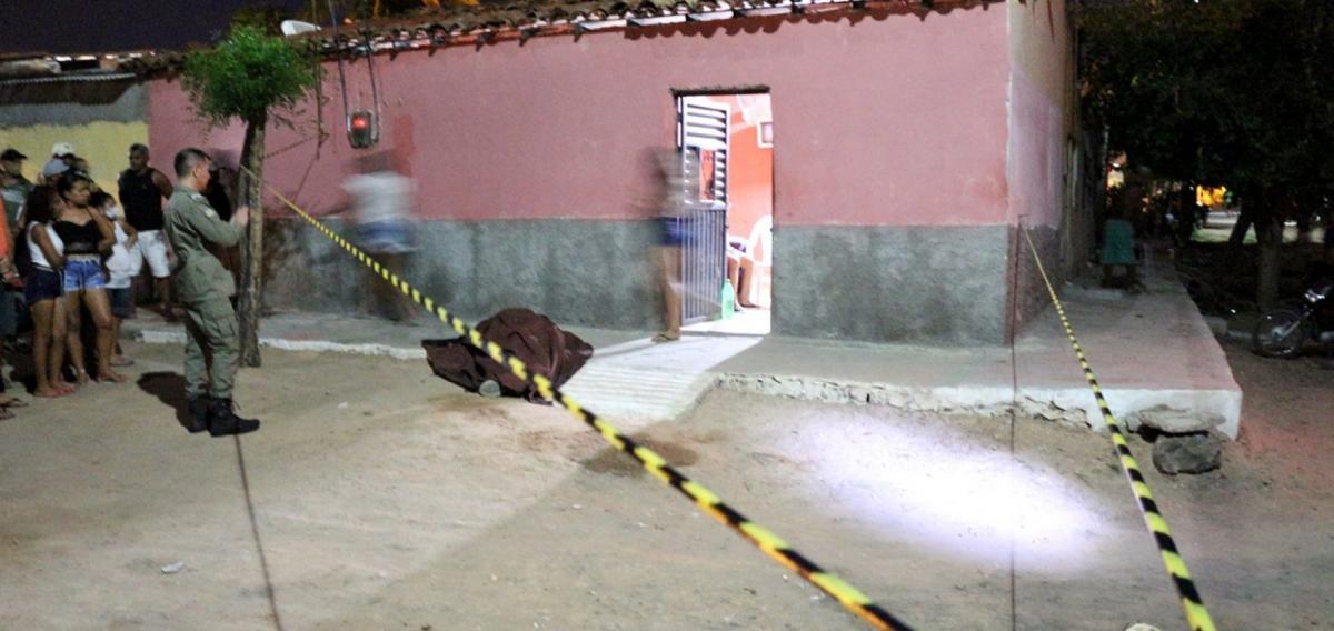 Homem é morto com tiro na cabeça na porta de casa em Jaicós