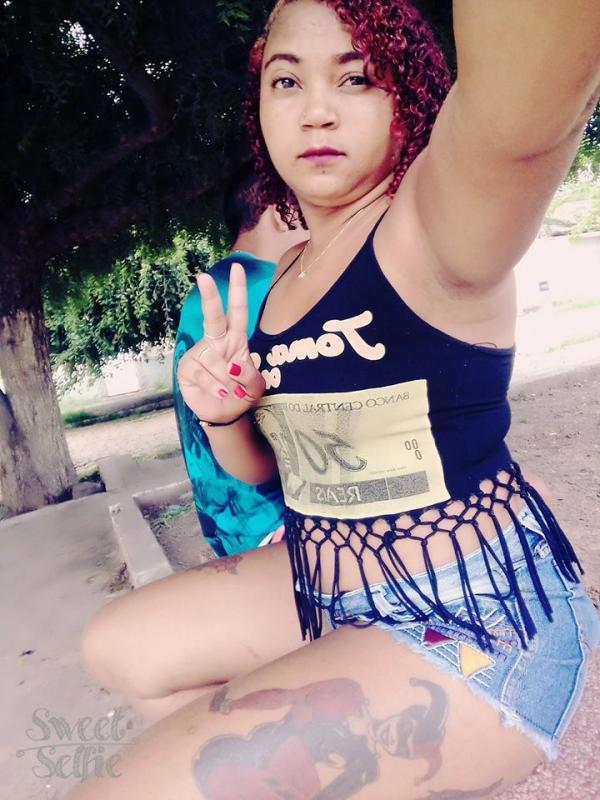 Foragida: mulher suspeita de matar pai e filho no Piauí confessa o crime em rede social