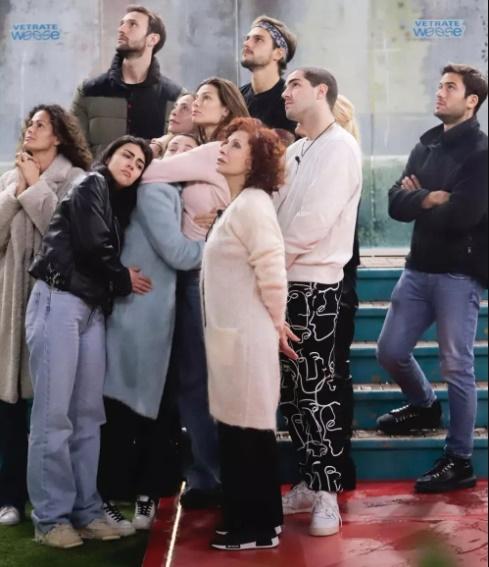 Confinada no 'Big Brother' italiano, Dayane Mello acompanha trecho de velório do irmão por chamada de vídeo