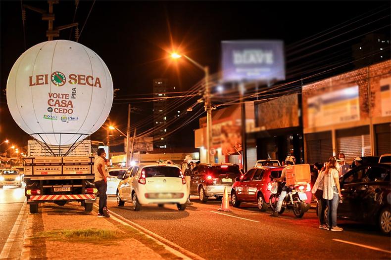 Desembargador suspense shows em bares e restaurantes de Teresina