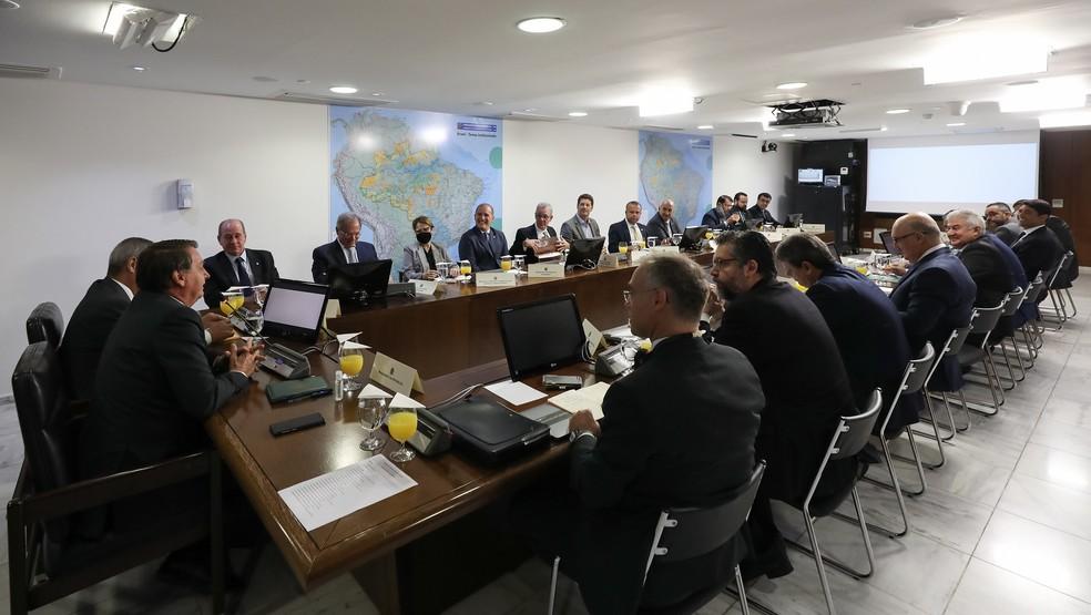 Bolsonaro exclui Mourão de reunião e vice comenta: 'Não estou incomodado'
