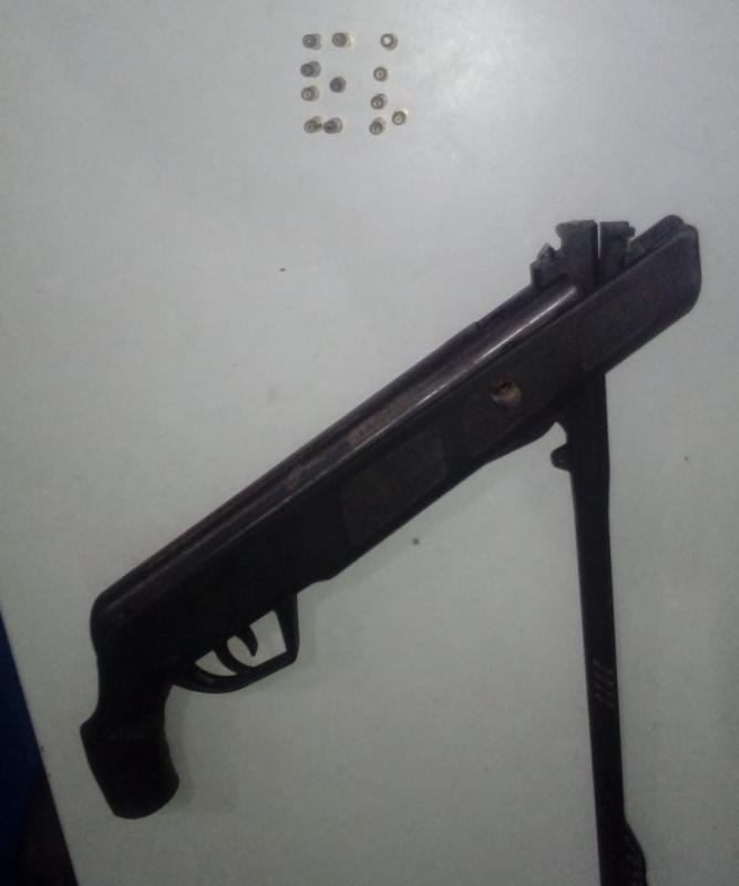 Homem é preso ao ameaçar vizinhos com rifle na zona Norte de Teresina
