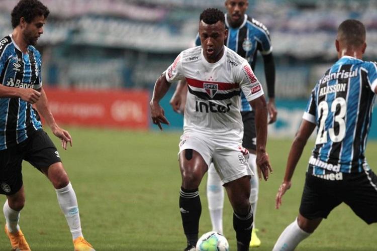 São Paulo bate Grêmio, ganha a 1ª partida no ano e ainda sonha no Brasileirão