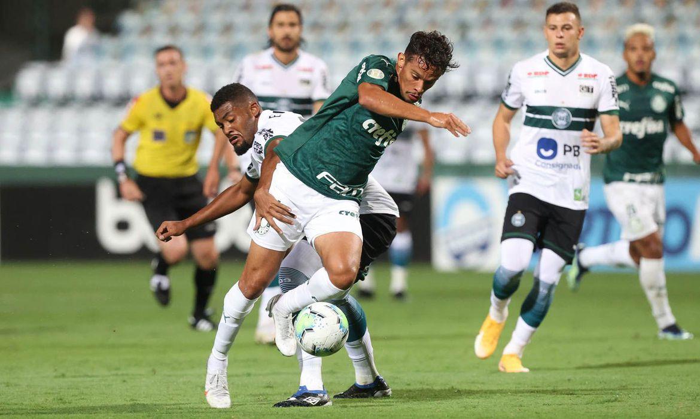 Rebaixado e jogando em casa, Coritiba vence o Palmeiras por 1 a 0