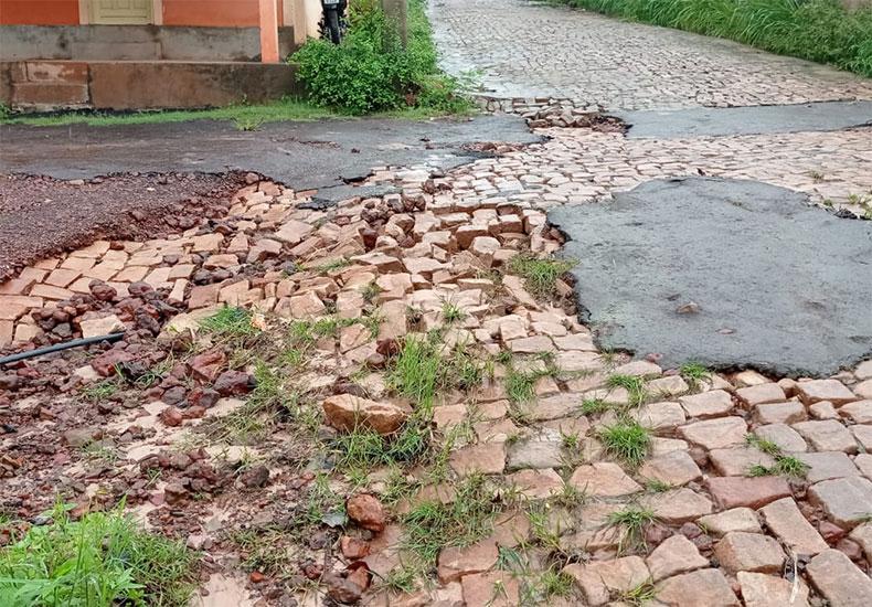 Bertolínea tem chuva com 36 horas de duração, causa estragos e deixa povoados isolados