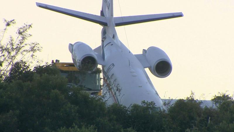 Avião que voava com DJ Alok derrapa em pista de decolagem em Minas Gerais