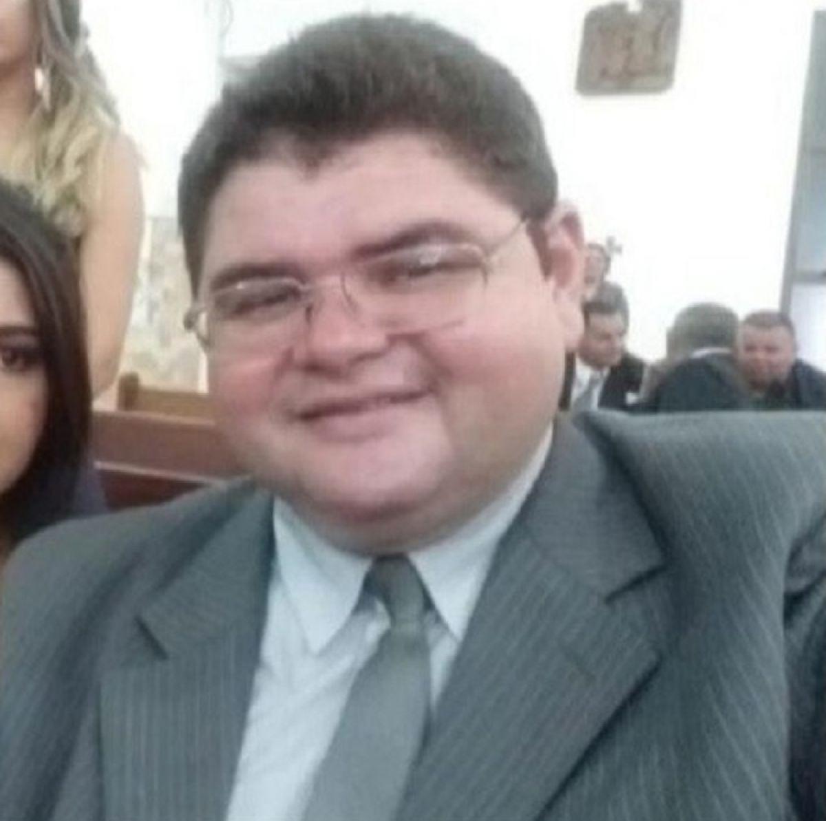 Jornalista Carlos Mesquita recebe alta da UTI