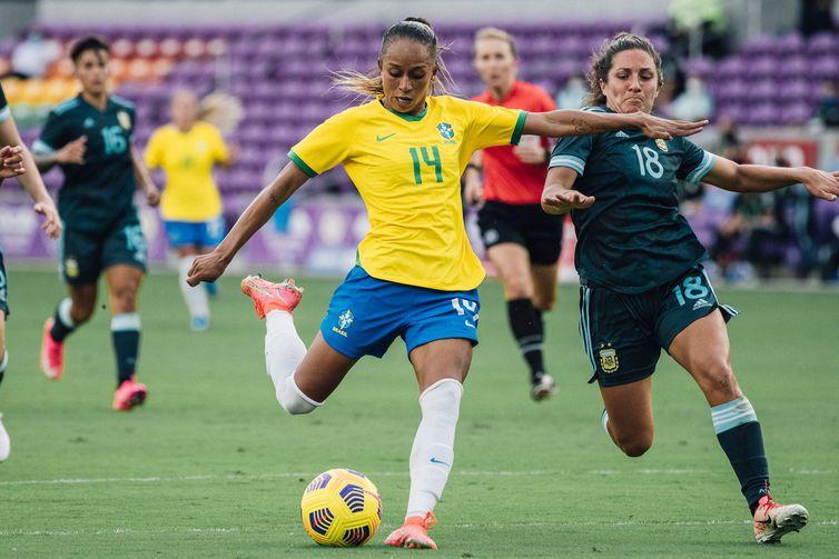 Seleção vence Argentina por 4 a 1 e se enfrenta Estados Unidos no domingo