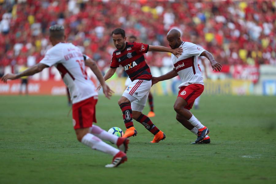 Flamengo e Internacional fazem 'final' do Brasileirão com números muito parecidos