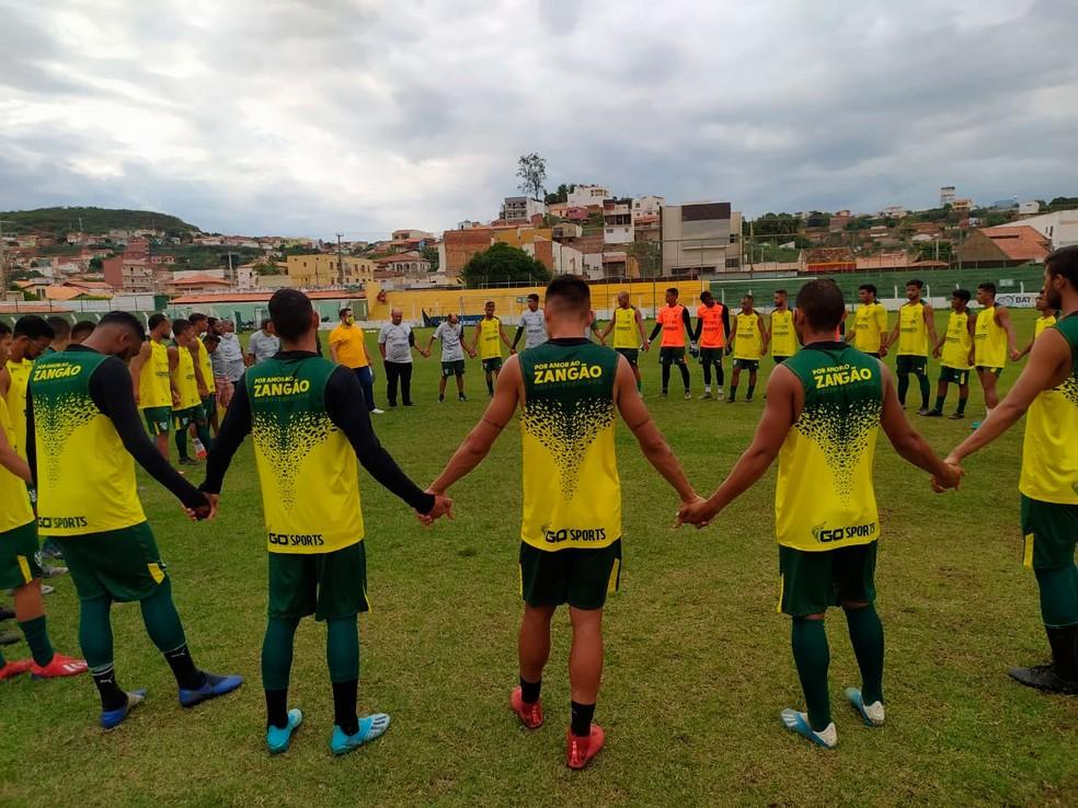 Picos registra contrato de 23 atletas e do técnico Adelmo Soares