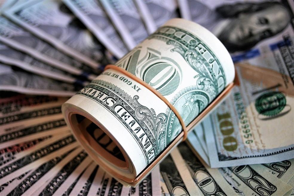 Dólar abre em forte alta após Bolsonaro anunciar troca de presidente da Petrobras