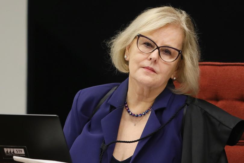Rosa Weber dá 5 dias para Bolsonaro explicar decretos que ampliam acesso a armas
