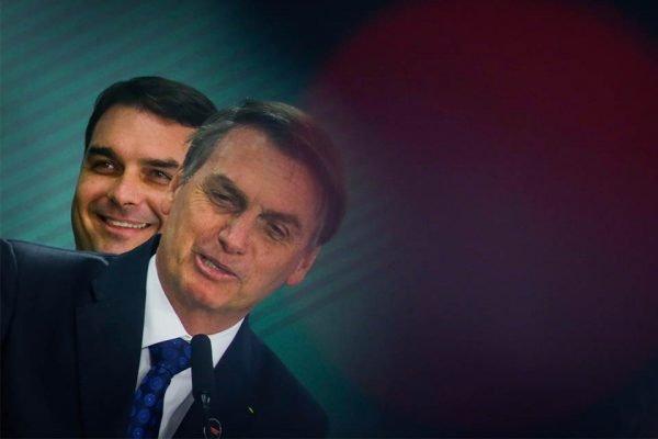 Bolsonaro desvia de pergunta sobre decisão do STJ favorável a Flávio