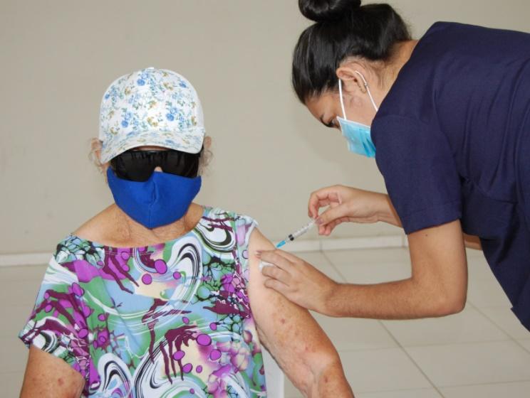 Cinco postos de vacinação contra a Covid estarão abertos no final de semana em Teresina