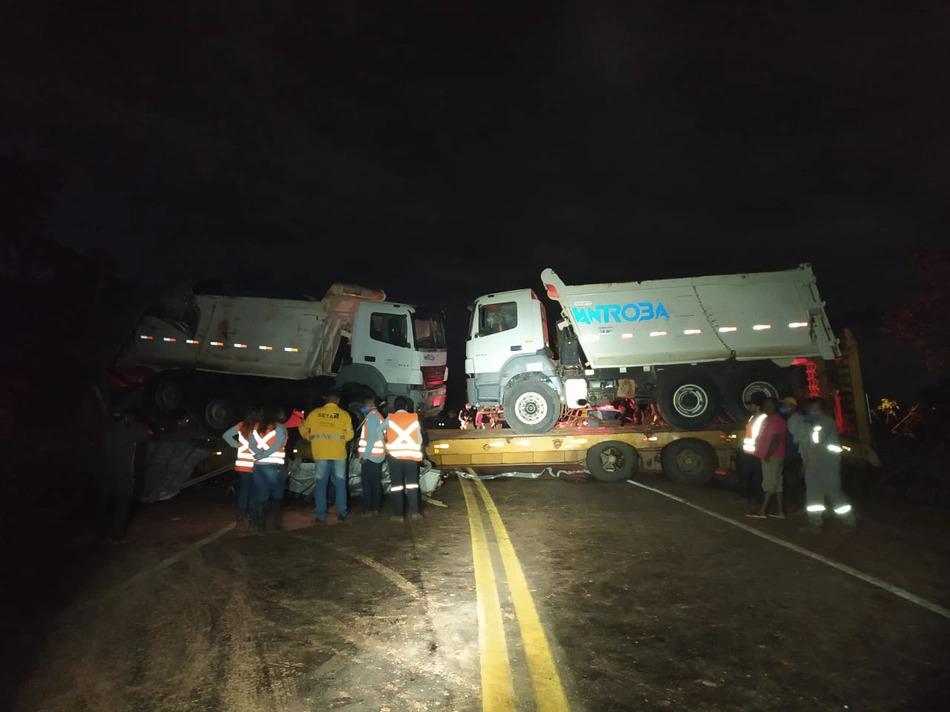 Motorista fica ferido em colisão entre carretas em São Gonçalo do Gurguéia