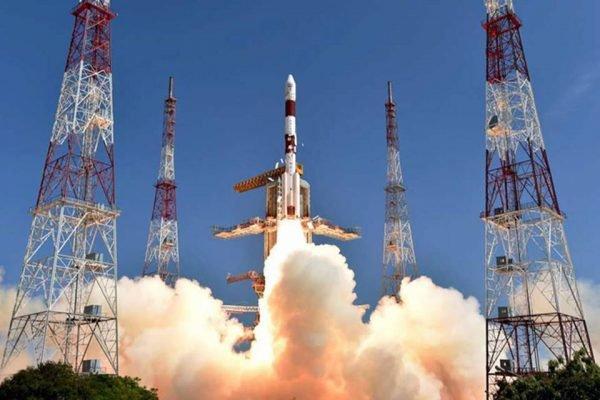 Primeiro satélite brasileiro chega à órbita e já transmite dados