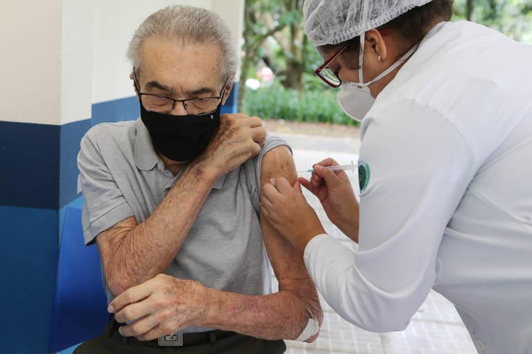 FMS divulgará na segunda novo calendário de vacinação para idosos de 81 a 84 anos