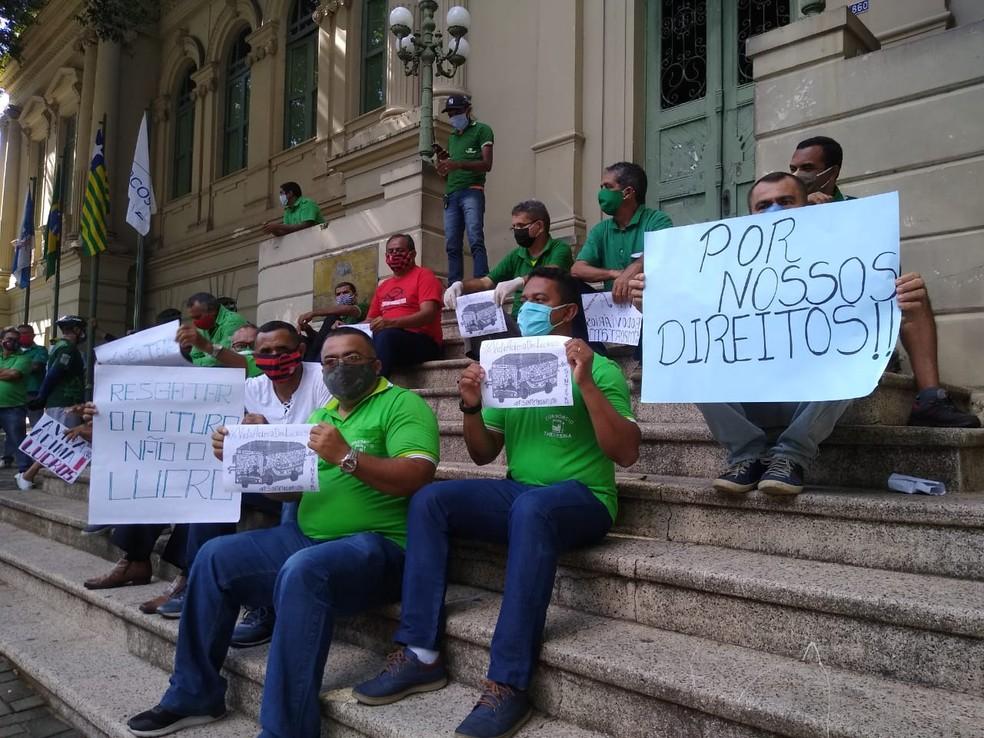 Greve dos motoristas e cobradores de ônibus completa um mês em Teresina