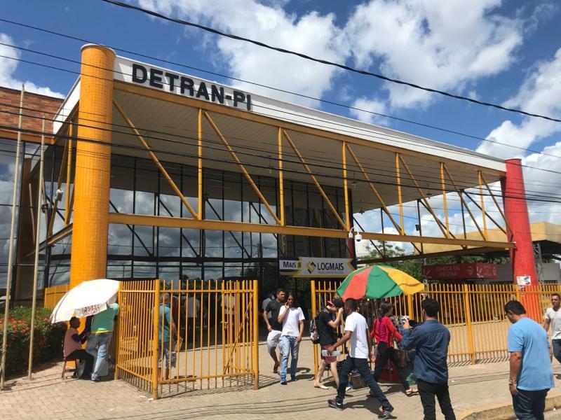 Deputado denuncia paralisação de serviços do Detran-PI