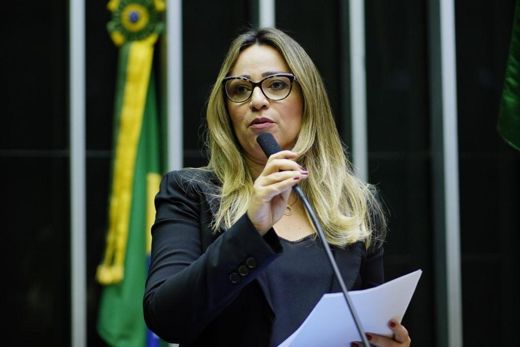 Rejane Dias defende auxílio emergencial R$ 1.200 para mulheres chefes de família
