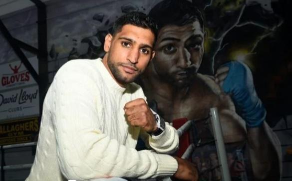 "Fãs questionam boxeador de 34 anos que se vacinou: ""Furou a fila?"