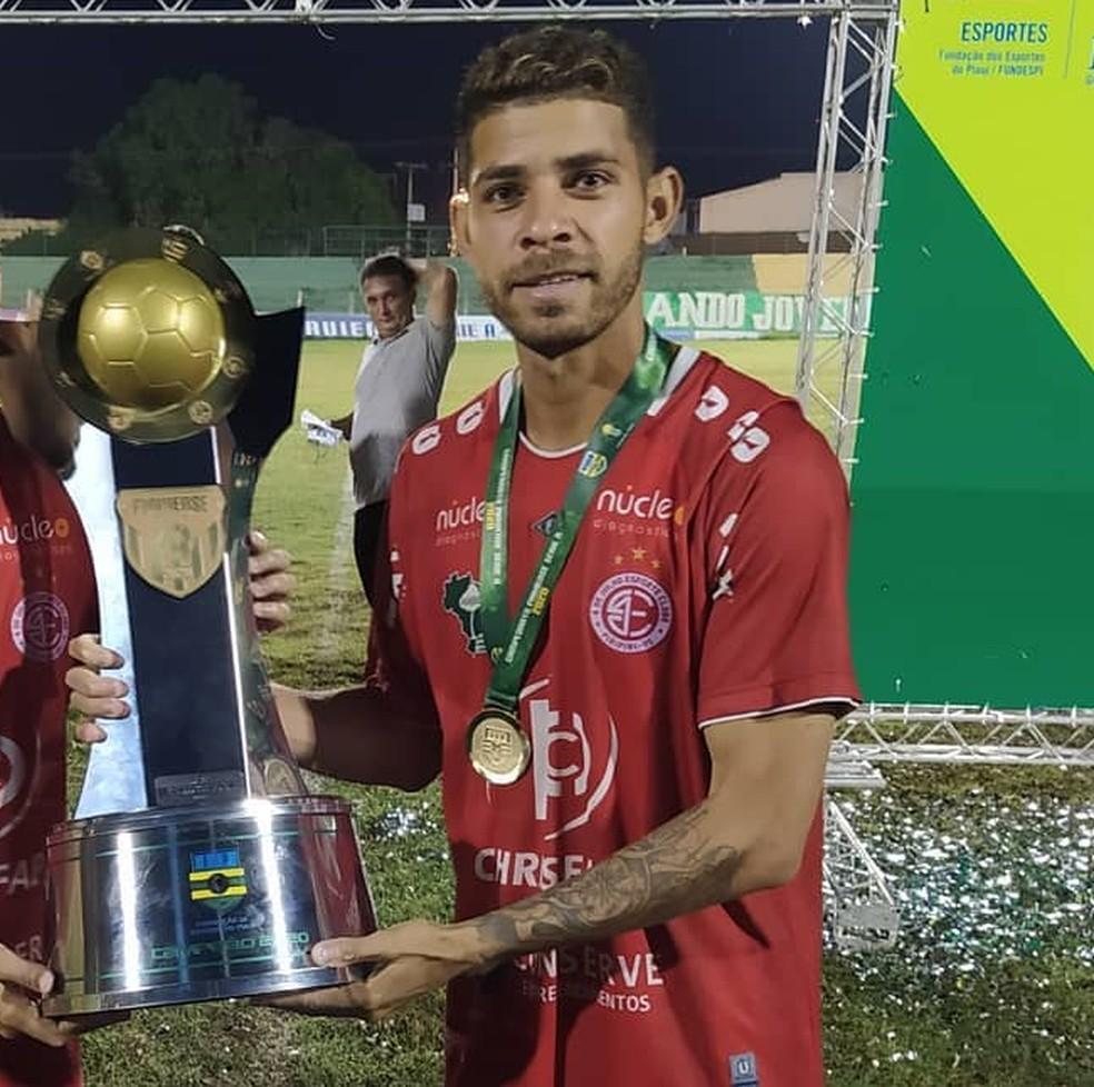 4 de Julho acerta o retorno do meia Ricardo Sena, campeão em 2020