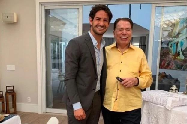 """Silvio Santos provoca Alexandre Pato por neto: """"Só joga com uma bola"""
