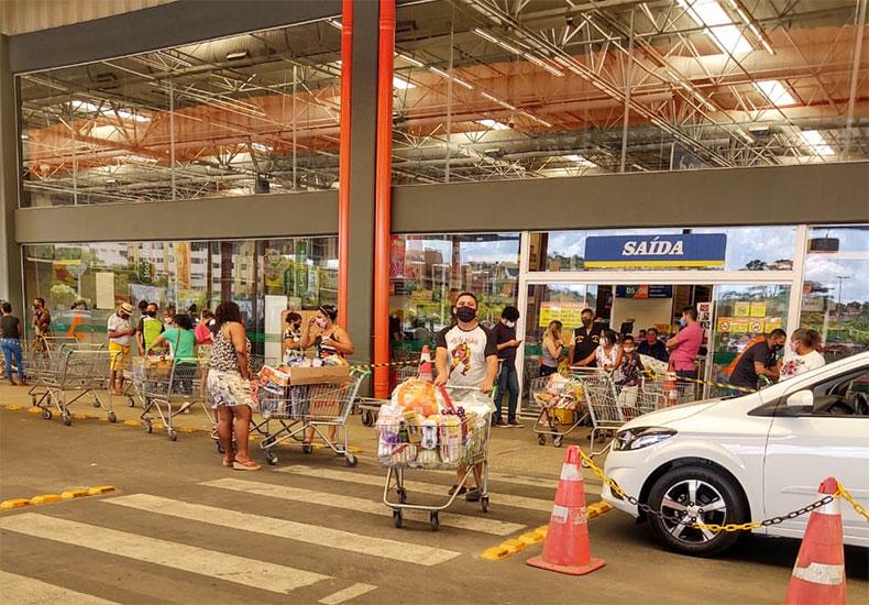 PI: Governo determina fechamento de mercados e supermercados às 20h