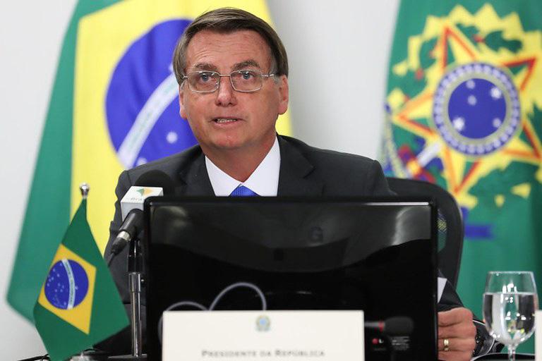 Bolsonaro veta recursos que levaria internet a alunos durante a pandemia