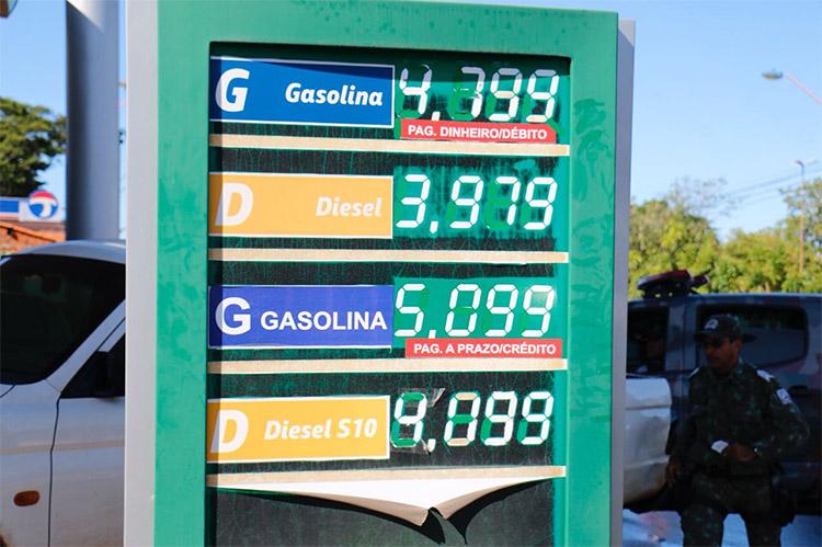 Gasolina tem média de preço de R$ 4,40 e chega a ser vendida por R$ 5 reais em Teresina