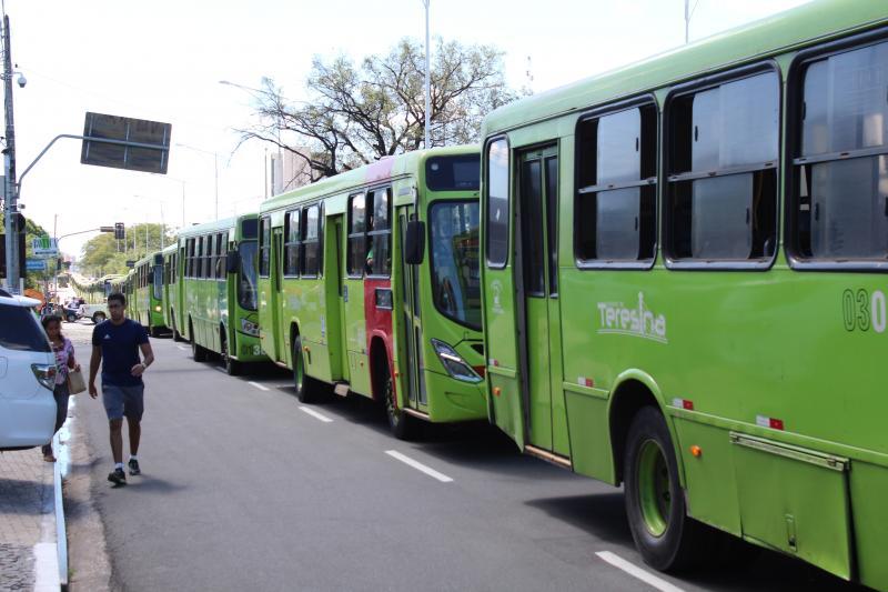 Rodoviários paralisam transporte público e realizam protesto hoje