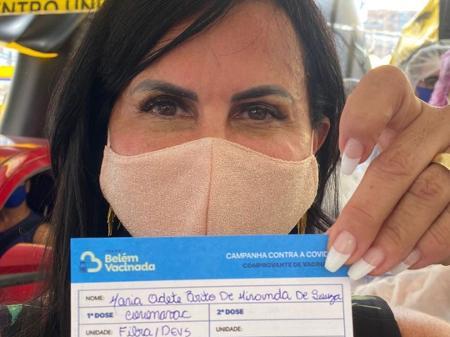 Gretchen e Djavan recebem 1ª dose de vacina