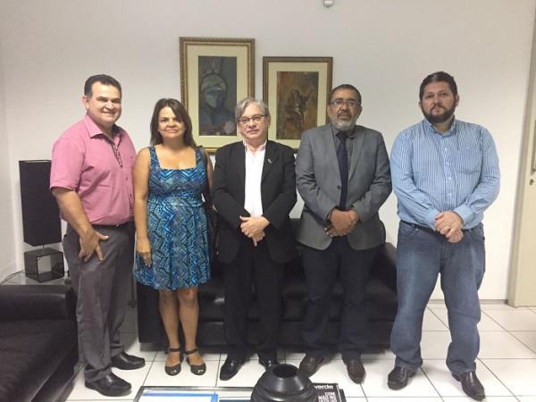 Procon e UFPI estudam parceria para fiscalizar a qualidade do combustível em Teresina