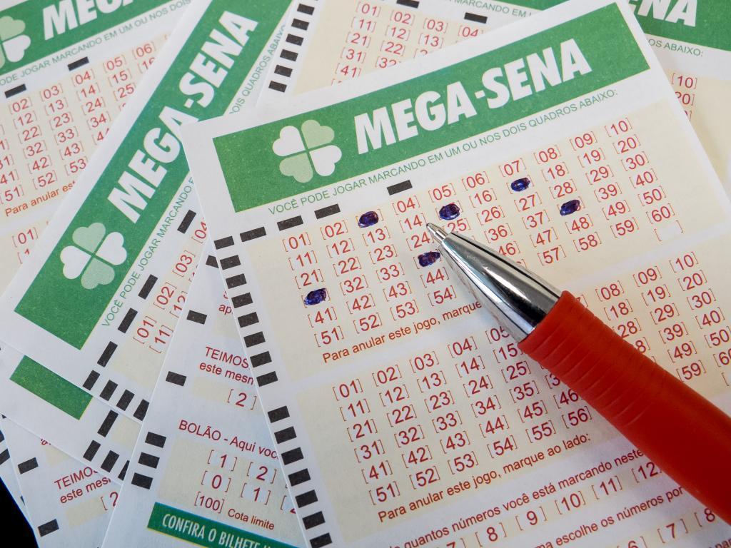 Mega-Sena pode pagar R$ 6 milhões no sorteio deste sábado (03)