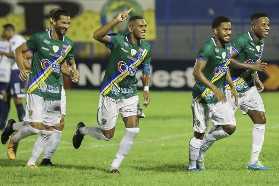 Altos domina o Santa Cruz, vence por 2 a 0 e segue vivo na Copa do Nordeste