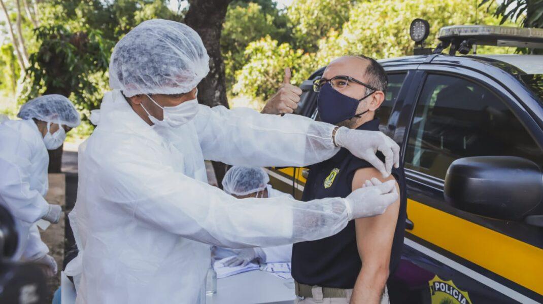Piauí vacina policiais rodoviários federais contra a Covid-19