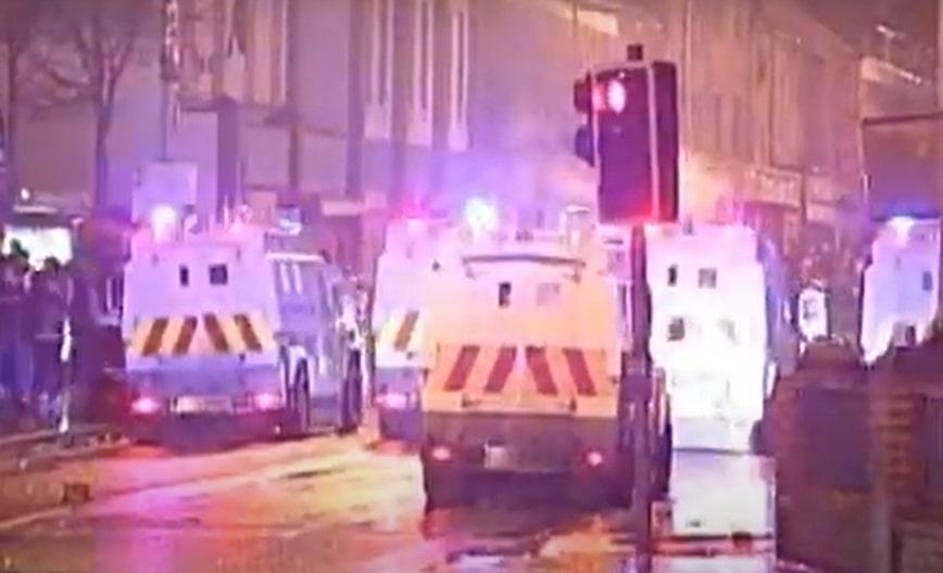 Ônibus é sequestrado na sexta noite de protestos na Irlanda do Norte