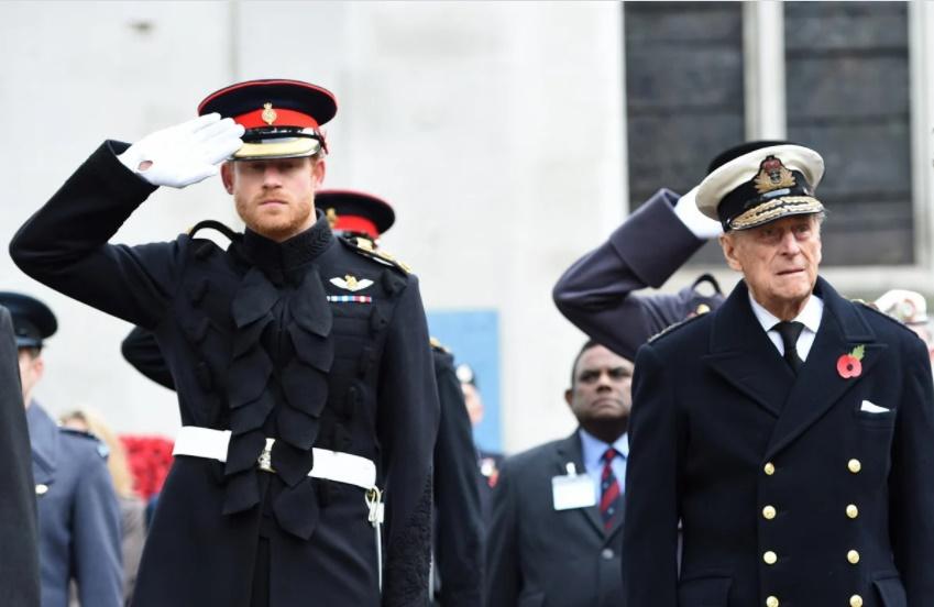 Após polêmicas, morte de Philip adianta volta de Harry ao Reino Unido