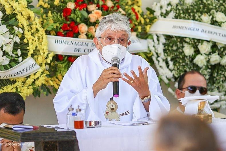 Padre Tony Batista testa positivo para Covid-19