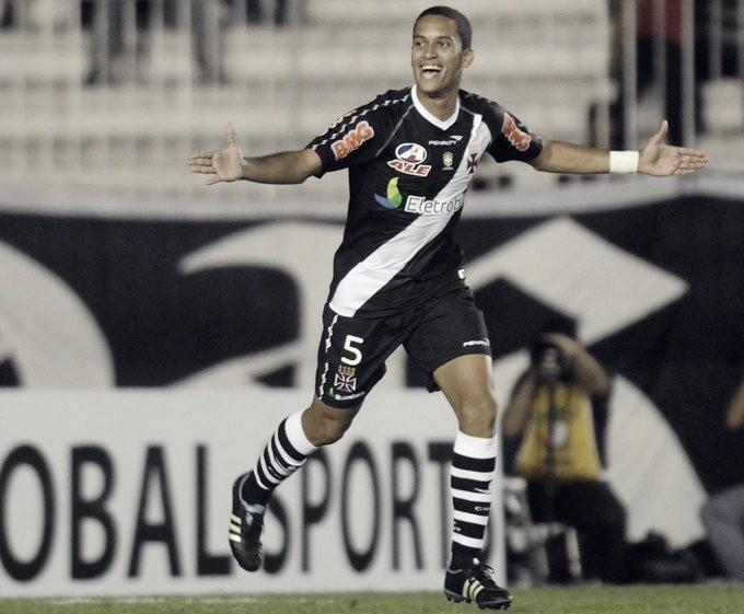 Novo reforço: Vasco anuncia contratação do volante piauiense Rômulo