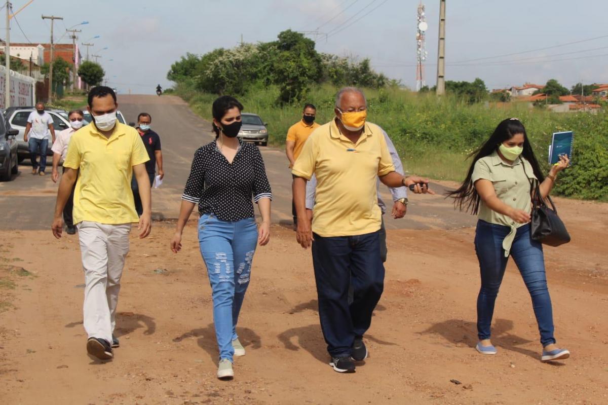 Dr. Pessoa e vereadora Thanandra Sarapatinhas visitam terreno do novo Centro de Zoonoses