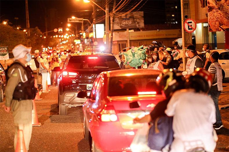 Governo libera funcionamento de bares e shoppings até às 22h e prorroga medidas restritivas; confira