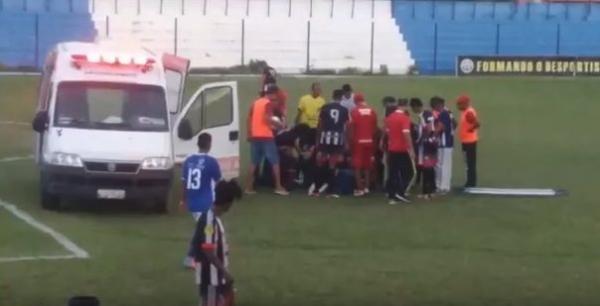 Ambulância quebra durante atendimento a jogador desmaiado no Piauí