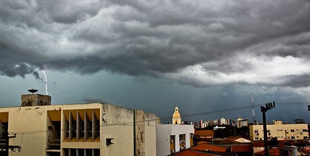 Inmet faz alerta de chuvas intensas para cidades do Piauí
