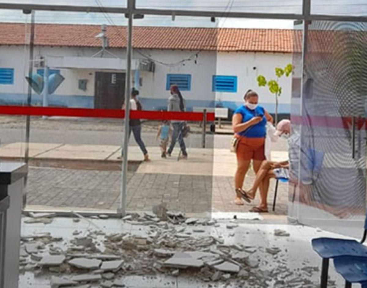 Teto de UBS recém-inaugurada desaba e deixa pacientes feridos no Piauí