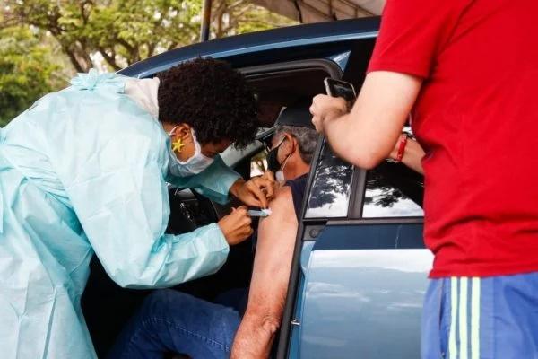 Pessoas com comorbidades serão vacinadas por faixa etária, diz Saúde